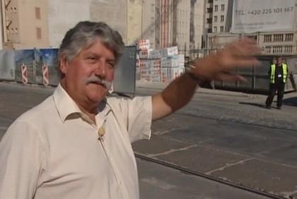 Jaroslav Holoubek na Florenci před staveništěm místo budovy, kde měli redakce