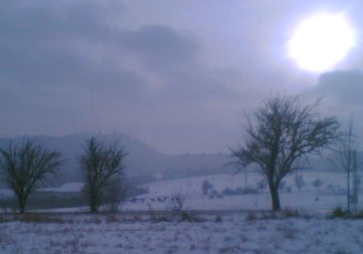 Na zpáteční cestě do města mezi zachumlané nás doprovázelo zimní slunce