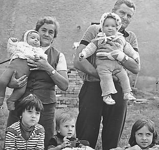 Rodiče se synovci sestry, našima holkama a sestřenicí koncem sedmdesátejch