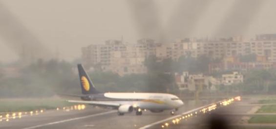 Nad letištěm v indickém Dillí panuje velmi silný provoz, vláda nad ním povolila otevřené nebe v zájmu usnadnění přístupu zahraničním společnostem