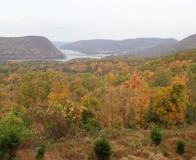 Hudson River a napravo je státní park, ze kterého jsme přijeli, spolu s přístavištěm
