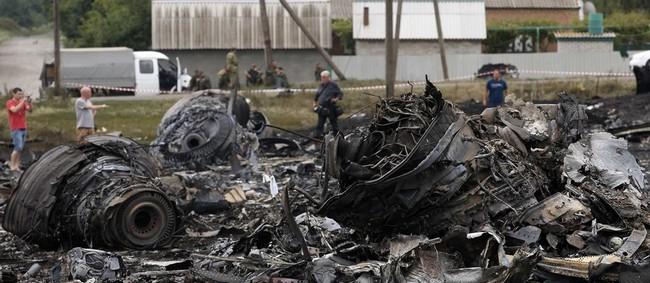 298 cestujících a posádky zemřelo