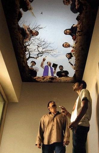 Stropní malba vmístnosti vyhrazené pro kuřáky...