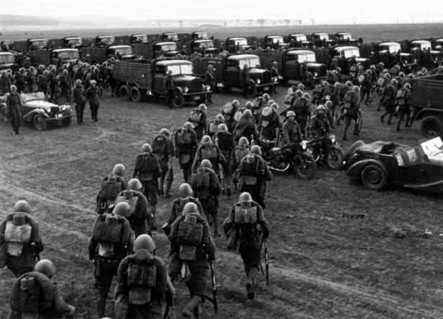 Odvaha tehdejších mužů bojovat navzdory nejděsivějším zkušenostem z I. světové války
